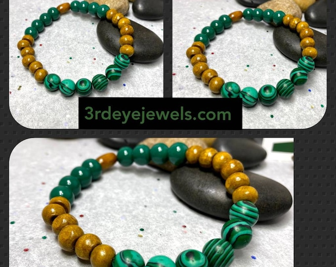 Handmade Men's Stretch Bracelet with Wood and Malachite Beads.