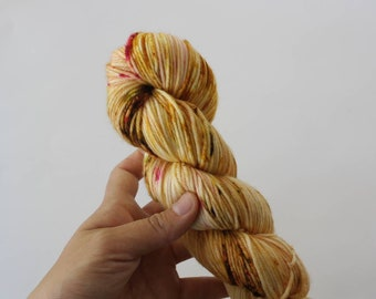 DK yarn, Butterbeer, hand dyed yarn, indie dyed yarn, hand painted, hand dyed yarn, wool yarn, HKNT, tonal yarn