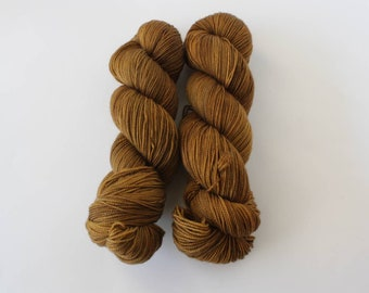Maple, 2 ply, sock yarn, fingering yarn, hand dyed yarn, indie dyed yarn, hand painted, speckled yarn, Bay Street Yarns