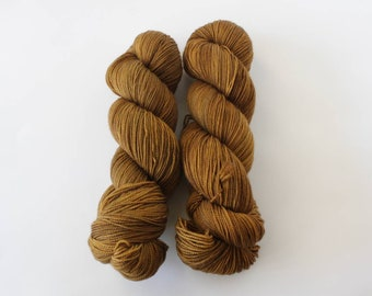 Tobacco, sock yarn, fingering yarn, hand dyed yarn, indie dyed yarn, hand painted, speckled yarn, sock yarn, hknt, Bay Street Yarns