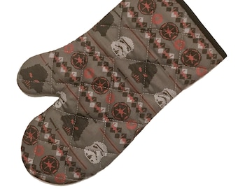 Oven mitt made with Star Wars Christmas Sweater fabric