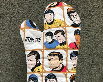 Oven mitt made with white Star Trek Comic fabric