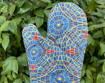 Oven Mitt made with DragonCon carpet fabric, kitchen decor