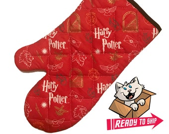 Oven mitt made with red HP fabric