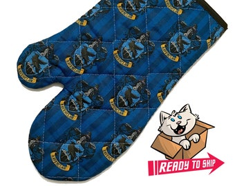 Oven mitt made with Ravenclaw fabric