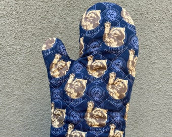 Oven mitt made with Crookshanks fabric