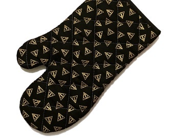 Oven mitt made with black and gold deathly hallows fabric