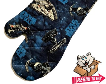 Oven mitt made with Star Wars Ships fabric