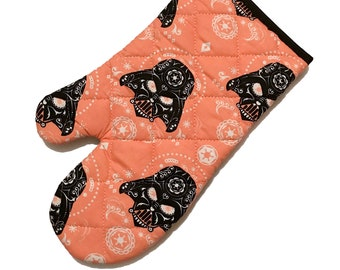 Oven mitt made with Darth Vader Sugar Skull fabric - peach variation