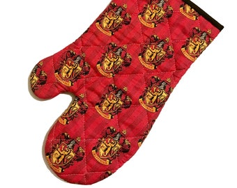 Oven mitt made with Gryffindor fabric