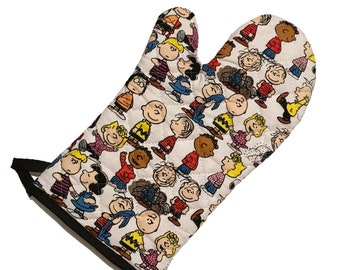 Oven mitt made with Peanuts fabric