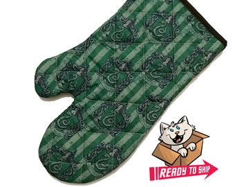 Oven mitt made with Slytherin fabric