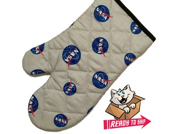 Oven mitt made with NASA fabric