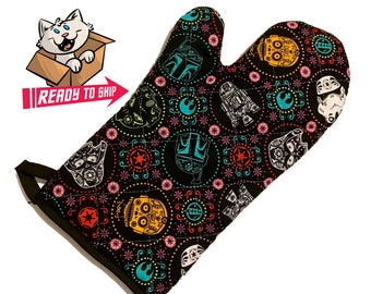 Oven mitt made with Star Wars Multi-Character Sugarskull fabric