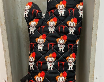 Oven mitt made with Pennywise fabric