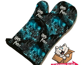 Oven mitt made with Hogwarts fabric
