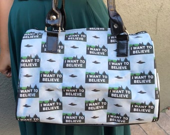 Handbag made with X-Files-inspired fabric