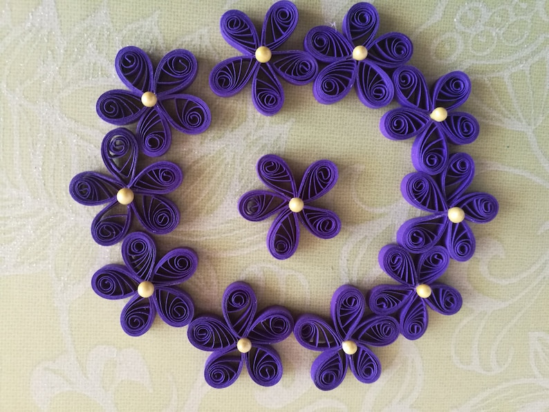 Set of 25 or 50 quilling flowers Quilling flowers