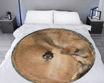 Microfleece Round Throw Blanket dog curl