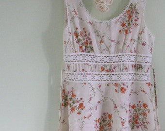 1970's Beautiful Boho Chic Cotton Flower Dress