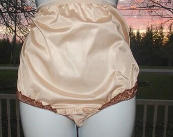dd285105f Vintage Granny Panties beige Sheer Nylon tricot Mushroom gusset Sz 8 32