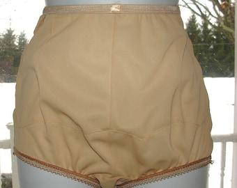 b2db36c42 Vintage Granny Panties Ivory Vanity Fair Tricot Nylon Mushroom gusset Sz 4  22