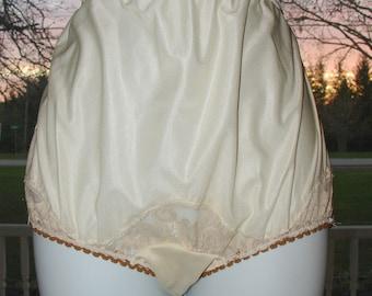 4bddd8aa59a Vintage Granny Panties beige Sheer Nylon Mushroom gusset Sz 7 28