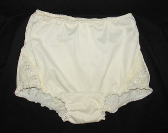 9430cd81ce0 Vintage Granny Panties Ivory Sheer Nylon Mushroom gusset Sz 6 26