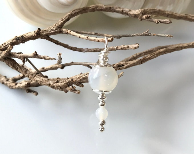 Pendant in silver (925) and agate white (peace agate)