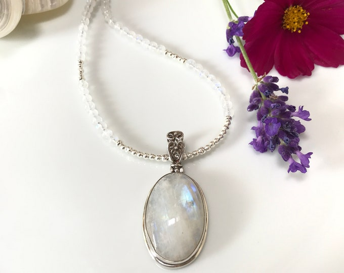 Belied in white Labradorite with necklace from Labradorite white (AAA), decorated with silver
