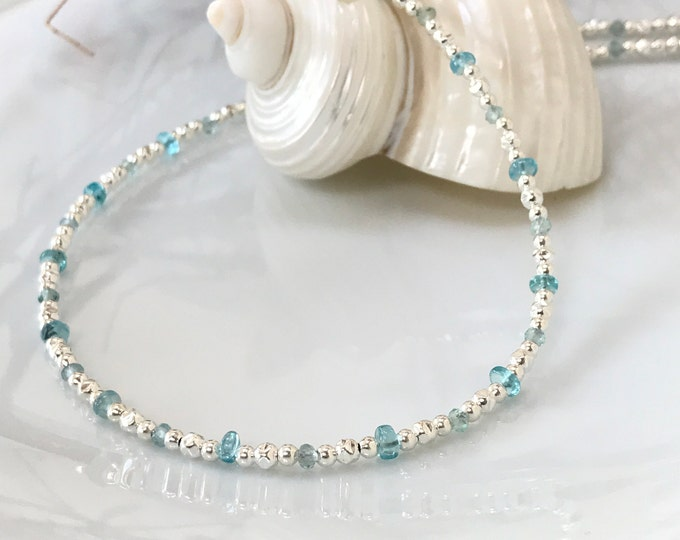 Short necklace in apatite blue (extra) and silver sterling, delicate necklace