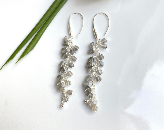 Hanging earrings made of labradorite dark and silver sterling, cluster earrings, beads in cube shape carefully wrapped on silver