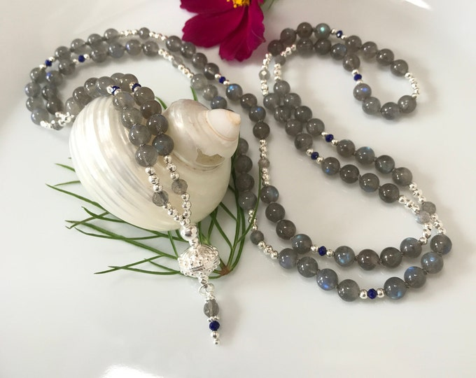 Mala in labradorite dark, decorated with silver and lapis lazuli, final bead in silver