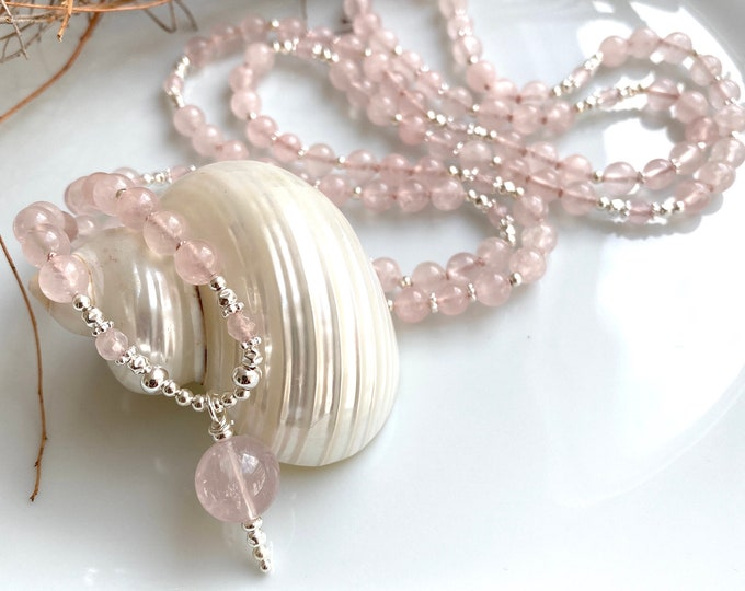 Mala in rose quartz (A, semitransparent), decorated with silver, final pearl of rose quartz (A)