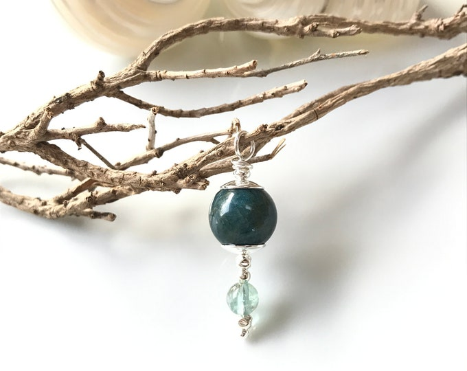 Chains pendant in apatite blue and silver