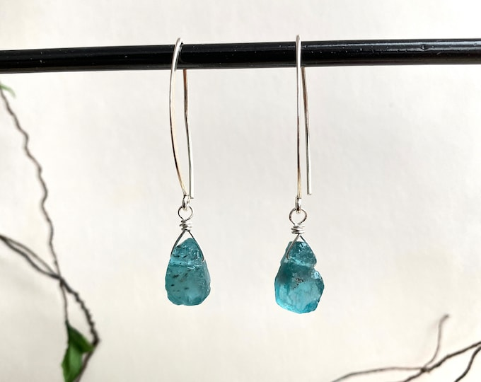 Earrings made of apatite raw and silver