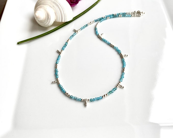 Short luminous necklace in apatite blue and silver (925)