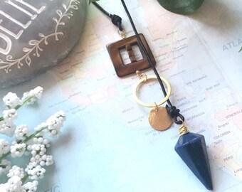 Lapis lazuli pendulum pendant, luxe boho necklace with leather and brass elements. Throat chakra, energy healing, lariat necklace.