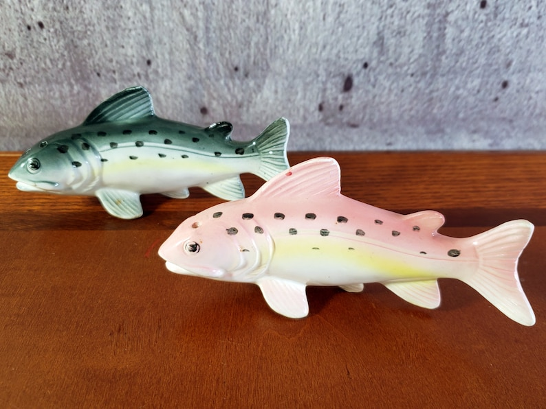 Japan Shakers Vintage Salmon Salt /& Pepper Shakers Ghibli Fish Fish Salt Shaker Set Vintage Souvenir Japanese Fish Ceramic Fish