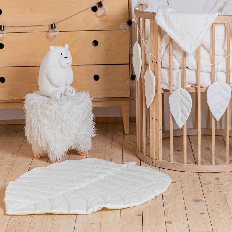 Light beige leaf carpet Leaf play mat Woodland nursery decor Tropical kids playroom Quilted bedside carpet Cotton leaves playmat