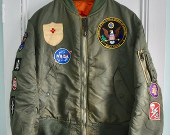 26190d298c0 Vtg 80s Alpha Industries US Air Force Patched MA-1 Intermediate Flight  Bomber Jacket Military Medium