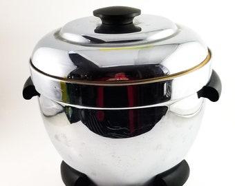 Good Sized Chrome Mid Century Thermos Ice Bucket with Bakelite Handles and Top Lid Knob. 1950's Retro Ice Bucket. Vintage Breweriana