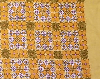 """1950's Country Kitchen Cotton Tablecloth with Daisies Flower Power Motif, 44""""x 46.5"""""""