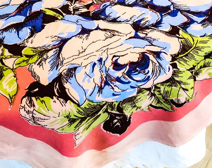 1950's Country Kitchen Rectangular Cotton Tablecloth with Bold Blue Floral Motif