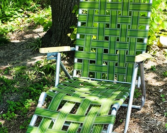 Fabulous 1970's Vintage GREEN Chaise Lounge, Lawn Chair, Adjustable Recliner, Patio Furniture, Webbed Seat, Folding Aluminum