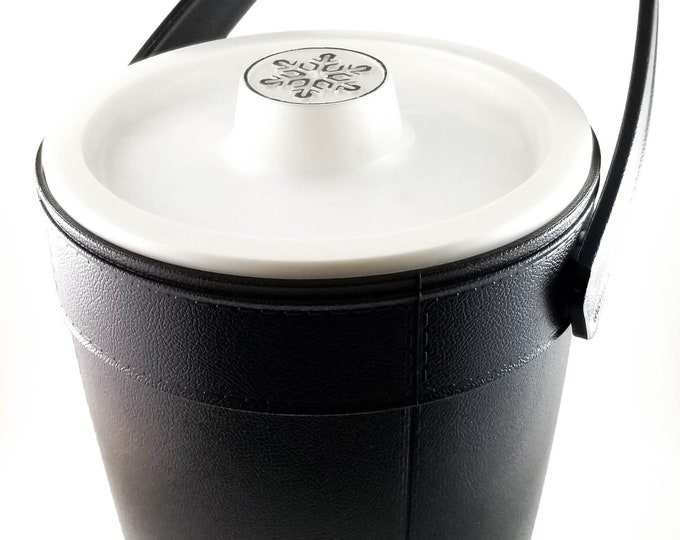 Black Jumbo Size Rubbermaid Plastic Snowflake Ice Bucket