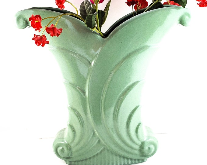 Decoesque Abingdon 1940's Pottery Fan and Swirl Cornucopia Vase Great Piece