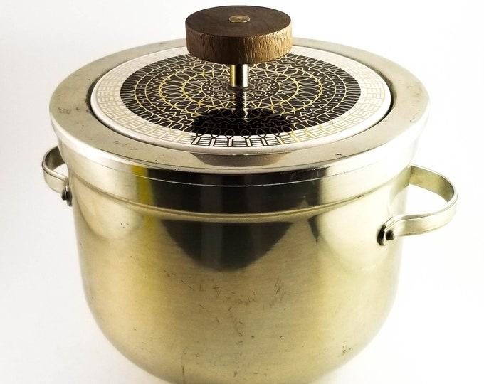 Good Sized Brass Mid Century Ice Bucket with Teak Top Lid Knob. 1960's Retro Ice Bucket. Vintage Breweriana