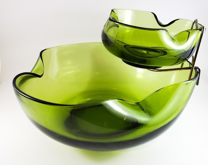 Anchor Hocking Mid Century Green Glass Chip and Dip Set. Modern 3 Piece Avocado Green Glass Bowls