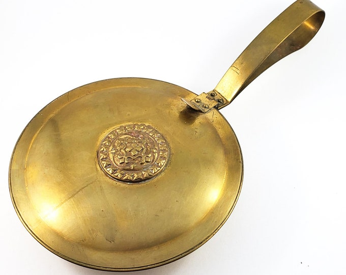 1930s SILENT BUTLER PAN in Arts and Crafts era style Brass. Adorable vintage country kitchen storage container.